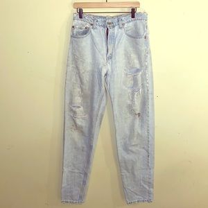 VNTG LEVIS destroyed high waisted mom jeans 33x36